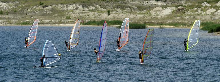 Am Geierswaldersee gibt es viele Wassersportmöglichkeiten.
