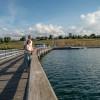 Von der Seebrücke in Braunsbedra hast du einen tollen Blick über den See und die Marina.