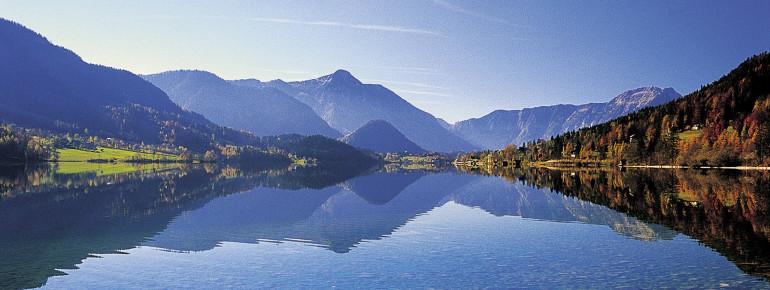 Der Grundlsee ist der größte See der Steiermark.