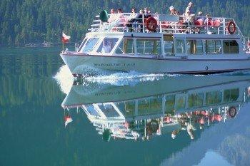 Auch eine Schifffahrt gibt es im Sommer auf dem Heiterwanger See.