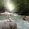 Der Hintersee ist eingebettet in den sagenhaften Zauberwald im bayerischen Ramsau.