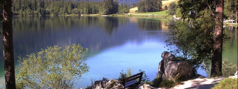Eine Webcam zeigt täglich aktuell den Blick auf den Luitpoldweg rund um den Hintersee in der Gemeinde Ramsau.