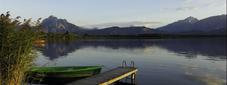 Besondere See- und Bergkulisse am Hopfensee im Allgäu
