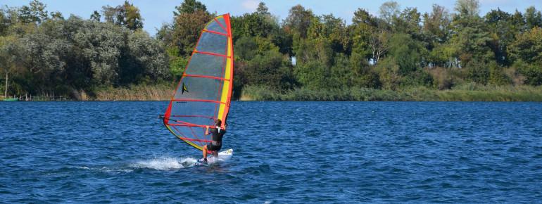 Auch Windsurfen kann man am Kulkwitzer See.