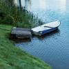 Du kannst den Laaxersee auch mit dem Boot erkunden.