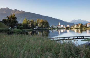 Bei einem gemütlichen Spaziergang um den Laaxersee kannst du das herrliche Panorama genießen.