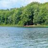 Rund um den See gibt es mehrere Bademöglichkeiten.