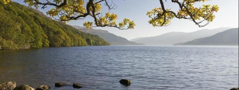 Loch Lomond ist der größte See Großbritanniens.