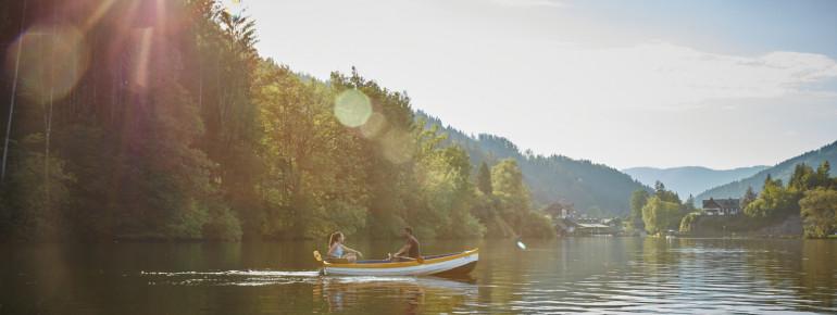 Der Lunzer See liegt idyllisch am Fuße des Dürrensteins.