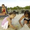 Sandburg bauen am Strand des Neusiedler Sees
