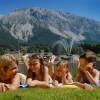 Kinder lieben die vielen Möglichkeiten am Ramsauer Badespaß in der Region Dachstein.