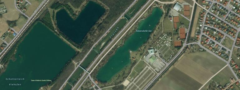 Direkt neben dem Ratzersdorfer See, auf der anderen Flussseite der Traisen, befinden sich der Große und der Kleine Viehofner See.