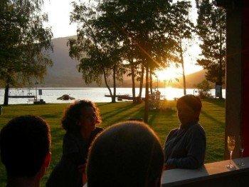 Den Sonnenuntergang in der Badi Bar genießen