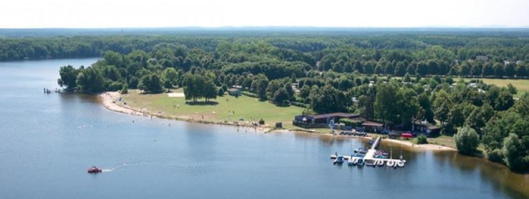 Der Seestrand Niemtsch befindet sich direkt am Campingplatz.
