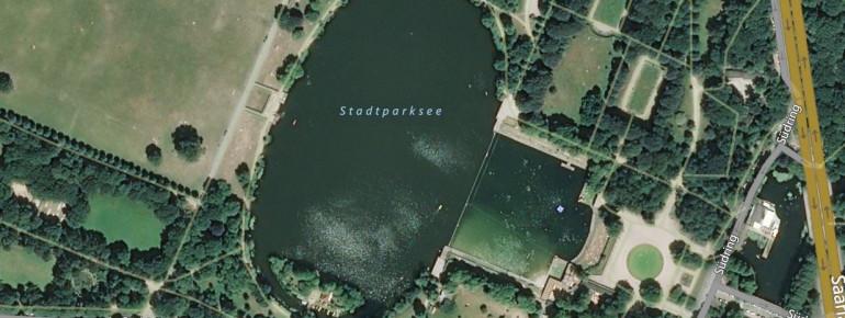 Der eigentliche Stadtparksee ist vom Freibad durch eine Mauer abgetrennt.