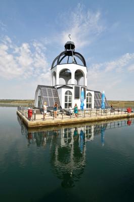Die schwimmende Kulturinsel VINETA im Störmthaler See.
