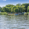 Am Campingpark Sanssouci befindet sich die Wassersportschule.