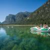 Erkunde den See bei einer Tretbootfahrt!