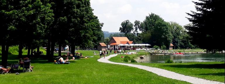 Das See-Restaurant sorgt für das leibliche Wohl der Badegäste.