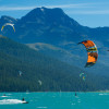 Kitesurfing in front of a beautiful Alpine panorama.