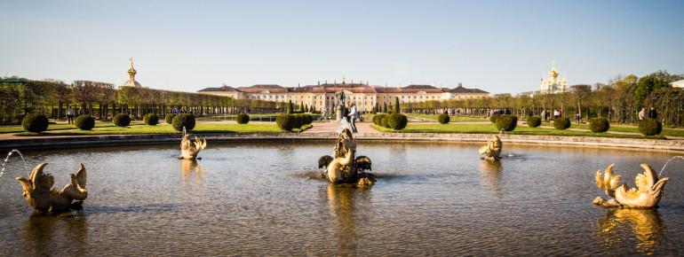 Schloss Peterhof bei Sankt Petersburg