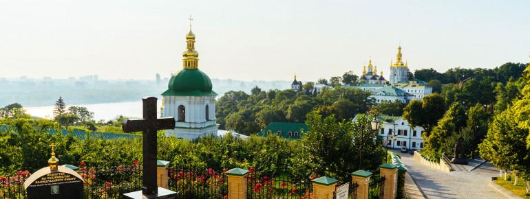 Blick auf den Fluss Dnepr vom Kiewer Höhlenkloster