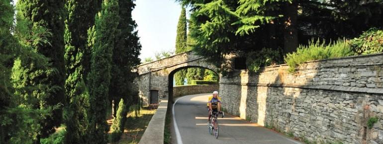 Mountainbiker in Moltrasio am Comer See
