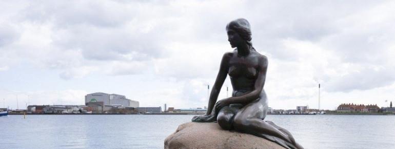 Die Statue der Kleinen Meerjungfrau ist eines der Wahrzeichen von Kopenhagen