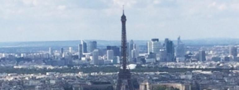 Blick auf Paris und den Eiffelturm vom Tour Montparnasse