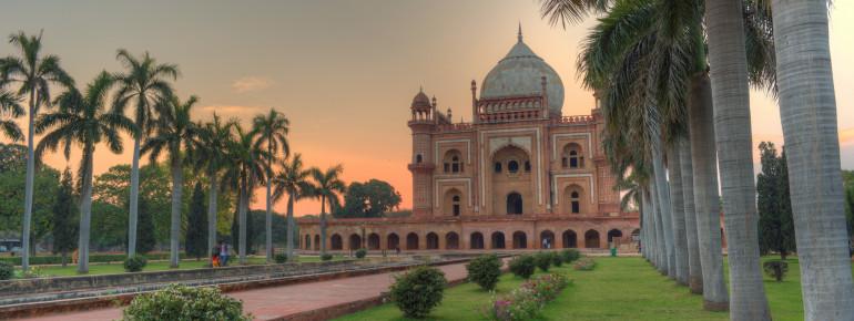 Blick auf das Safdarjung-Mausoleum in Delhi