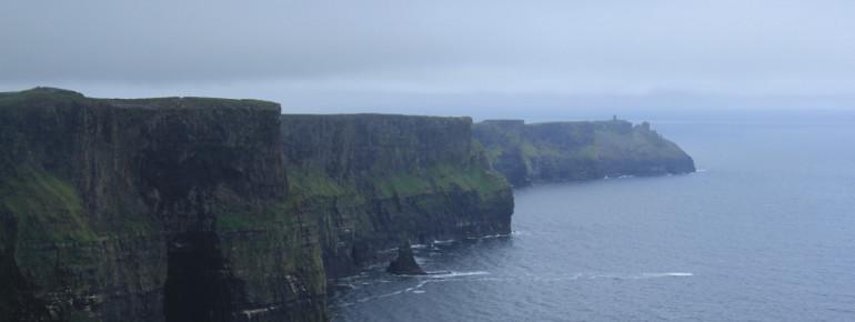 Über 700.000 Menschen besuchen jährlich die Cliffs of Moher