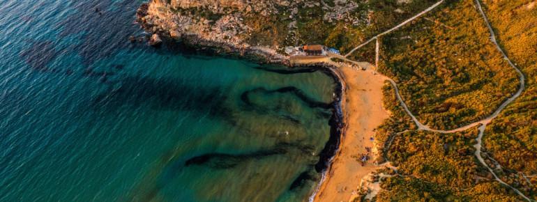 Die Golden Bay ist einer der beliebtesten Strände Maltas.