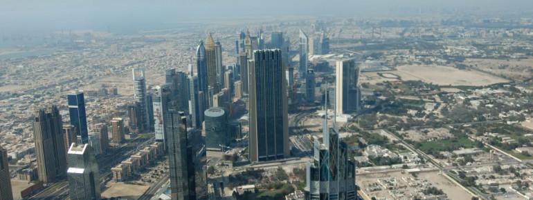 Aussicht auf Dubais Wolkenkratzer vom Burj Khalifa