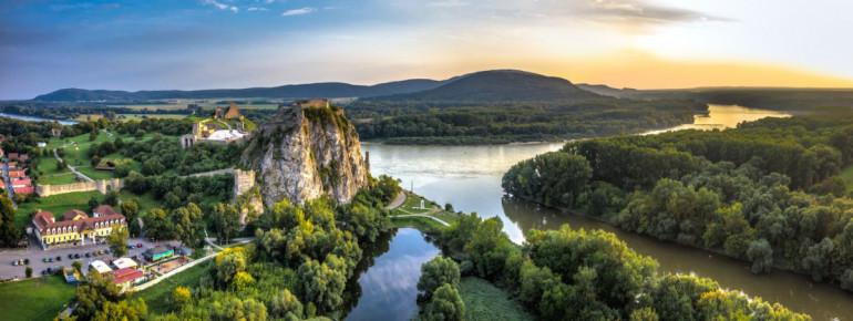 Blick auf die Burg Devín bei Bratislava