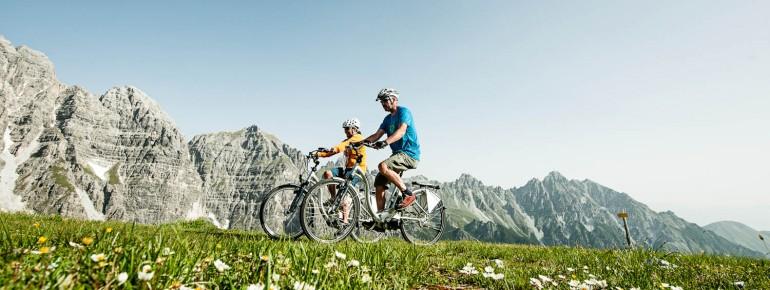 Radfahren vor malerischer Kulisse